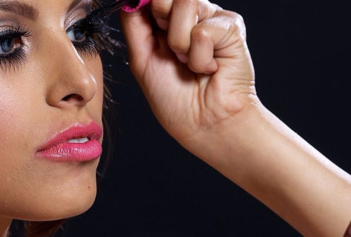 Beauty Trend Report: Girl Power Through Makeup | Hermosaz